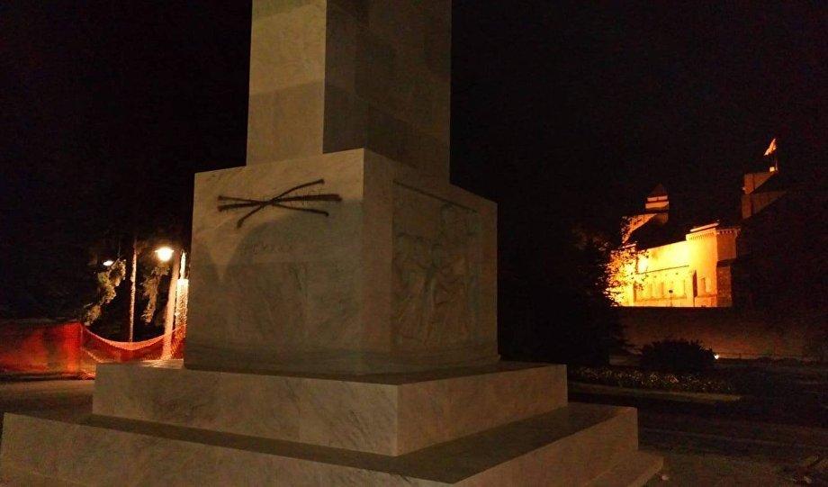 Crnim sprejom na zahvalnost Francuskoj: Oskrnavljen spomenik na Kalemegdanu