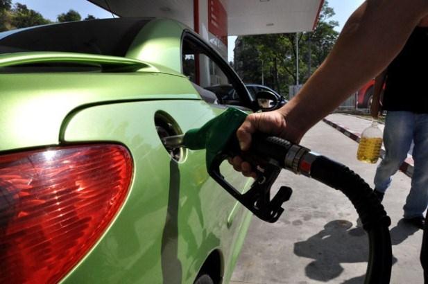 Pada cena nafte na svetskom tržištu, gorivo jeftinije i u Srbiji