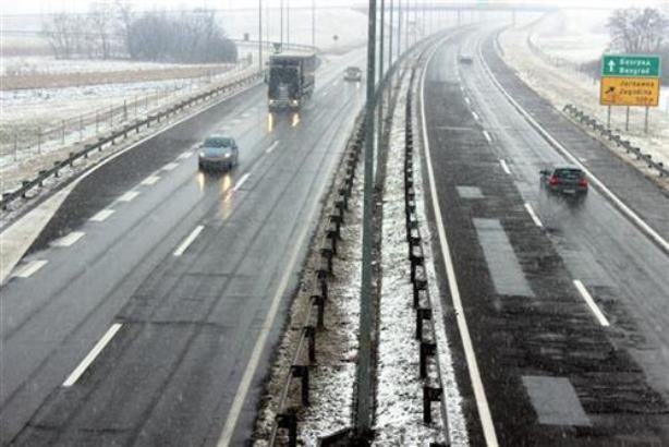 Sneg povremeno umerenog intenziteta u većem delu Srbije