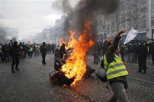 Pariz: U najnovijim protestima uhapšene 44 osobe