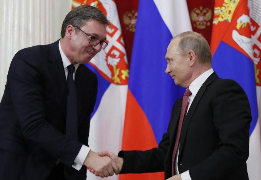 Vučić na ruskom jeziku čestitao Uskrs predsedniku Putinu