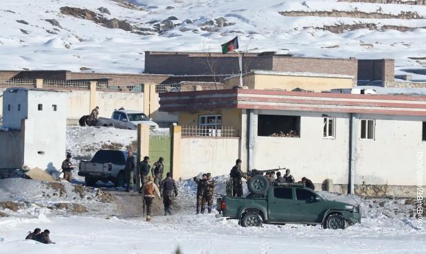 Napad talibana na vojni kompleks u Avganistanu, 120 mrtvih