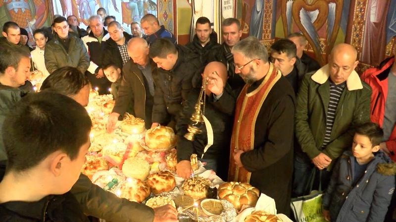 U hramu Svetog Dimitrija u Kosovskoj MItrovici održana Arandjelovdanska liturgija