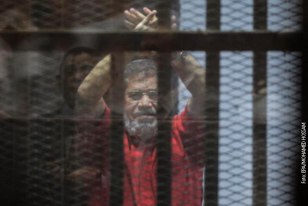 Egipat, Mursiju tri godine zatvora zbog vređanja sudije
