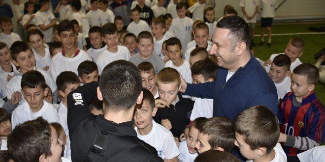 """Popović obišao Školu fudbala """"28 jun"""" u Donjoj Gušterici"""