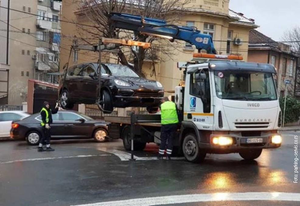 Pauk zbog posete Putina odneo skoro 400 automobila
