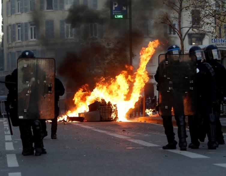Francuska policija u pripravnostu cele noći