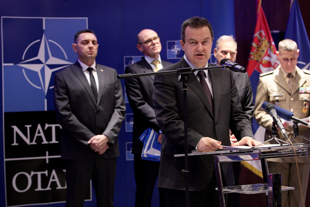 Dačić: Zamolio sam čelnike NATO da dolaze redovnim avio-linijama