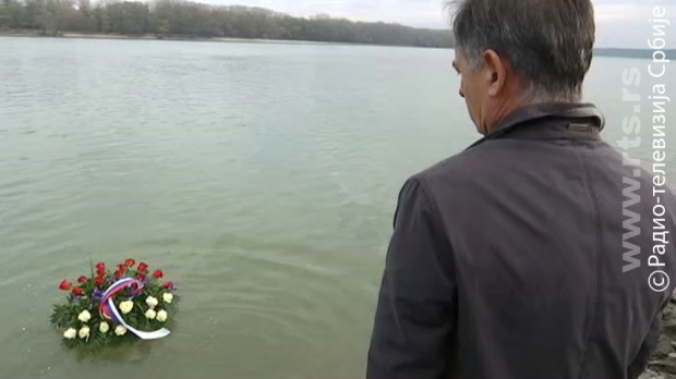 Pupovac položio vence u Vukovaru, hrvatski veterani mu okrenuli leđa