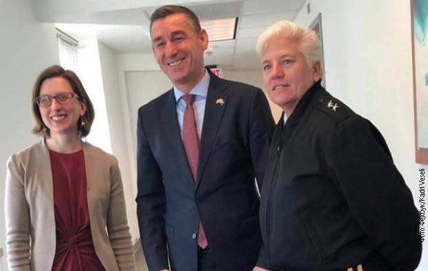 Veselji sa zvaničnicom ministarstva odbrane SAD o vojsci