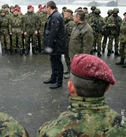 Vučić na nepoznatoj lokaciji obišao jedinice Vojske Srbije