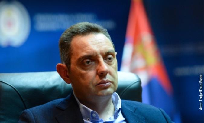 Vulin: Hrabra odluka Vučića da ostane u Parizu