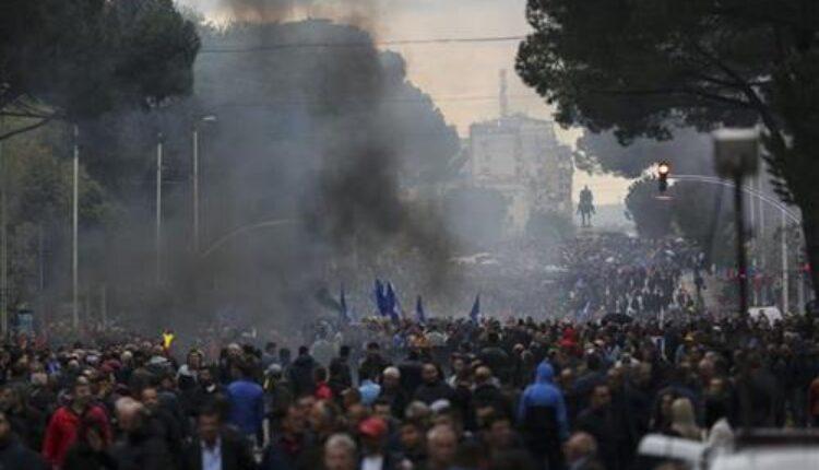 Albanija: Opozicija blokirala nekoliko nacionalnih puteva