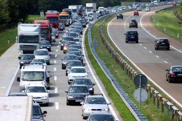 AMS: Pojačan saobraćaj na putevima širom Srbije