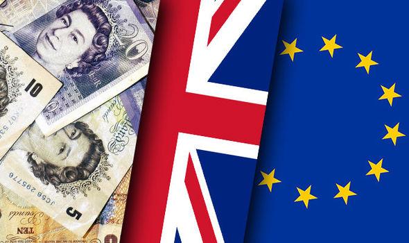 Pljušte ostavke u Londonu, potop akcija i funte