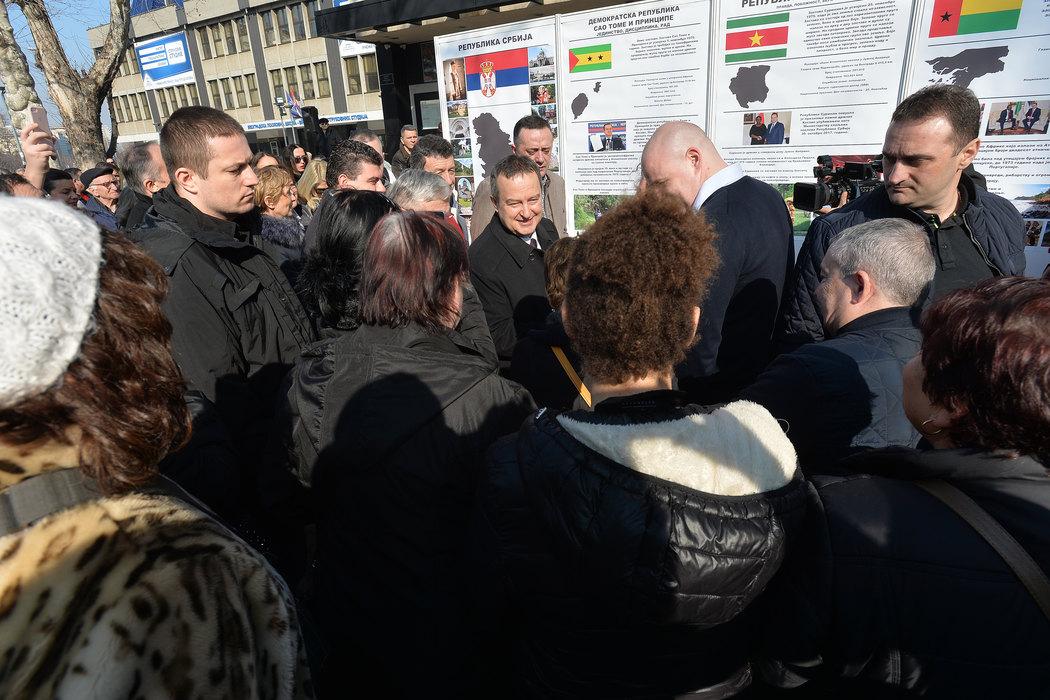 Dačić organizovao izložbu posvećenu državama koje su povukle priznanje Kosova