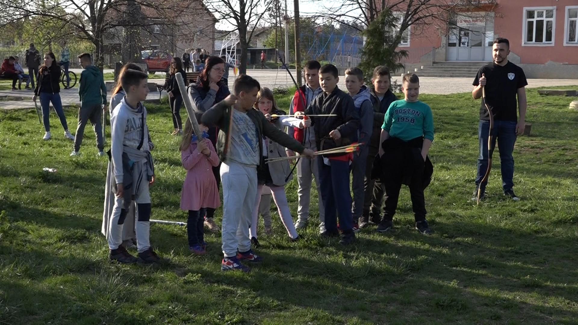"""""""Srednji vek za decu"""" u Gračanici za novosadske učenike i decu domaćine"""