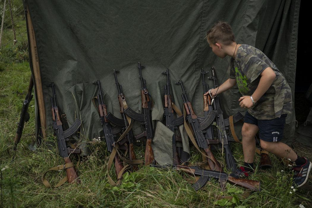 U kampu ukrajinskih desničara i decu uče