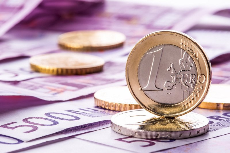 Dinar sutra klizi naniže, kurs 118,5566
