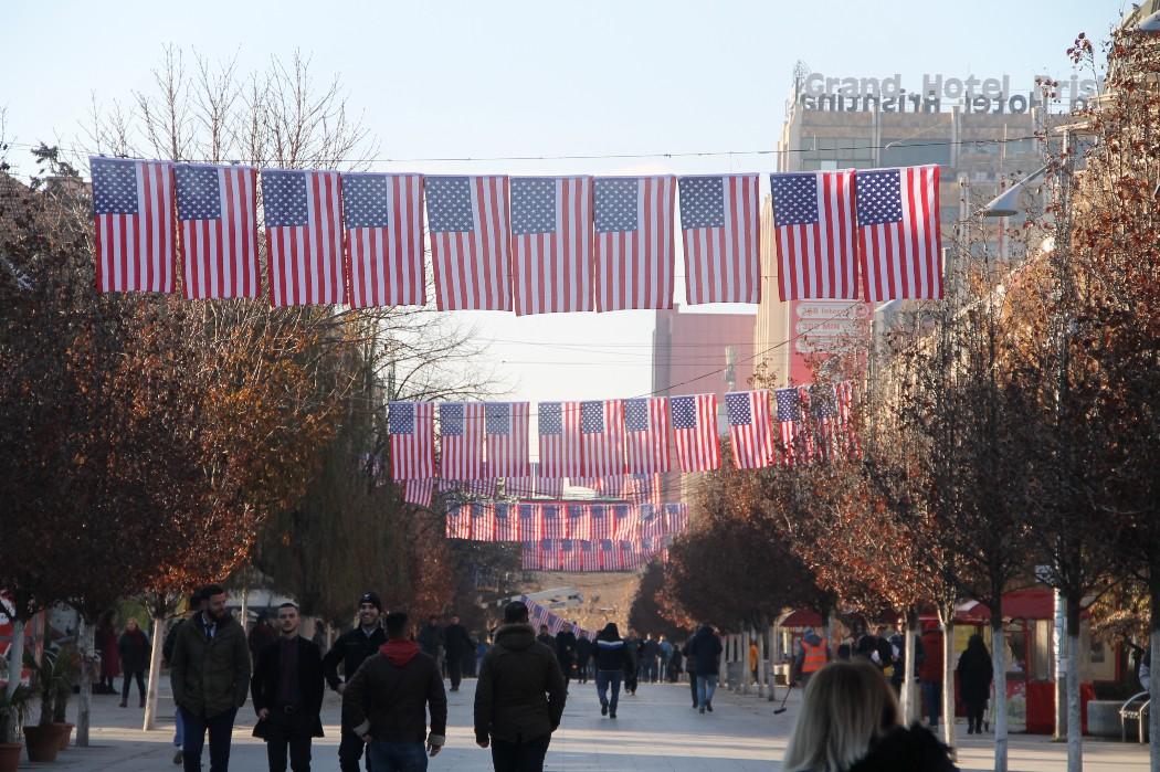 Priština preplavljena zastavama SAD