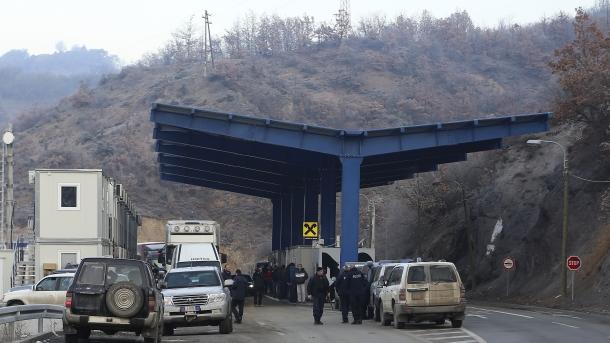 Sedmogodišnja devojčica ostala sama u autobusu kad su joj kosovski policajci bez objašnjenja odveli oca!