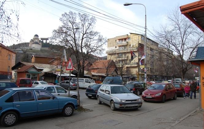 K. Mitrovica: Poruke mržžnje prema Srbima ispisane na automobilu