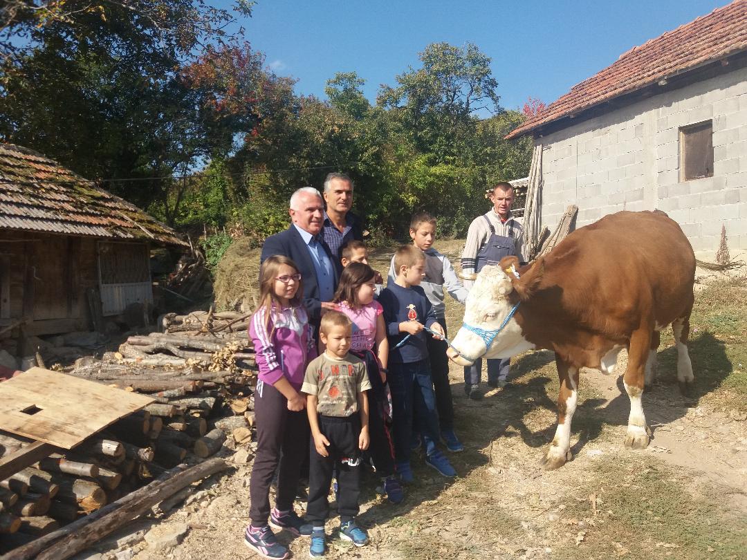 Arlov uručio pomoć porodici Kovačević u selu Banje