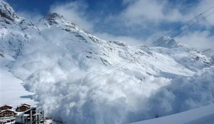 Lavina zatrpala grupu skijaša u Švajcarskoj