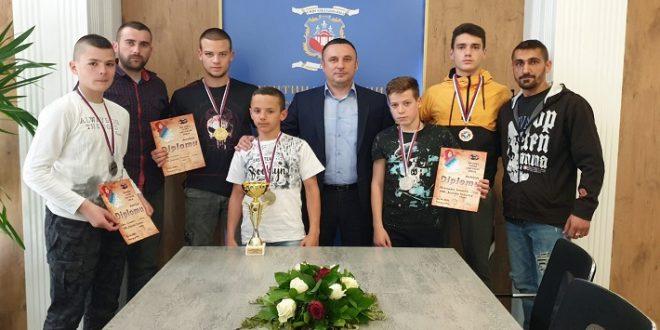 Popović kik-bokserima čestitao nove uspehe