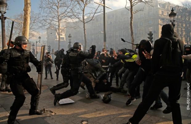 Francuski vojnici pomagaće policiji na protestima