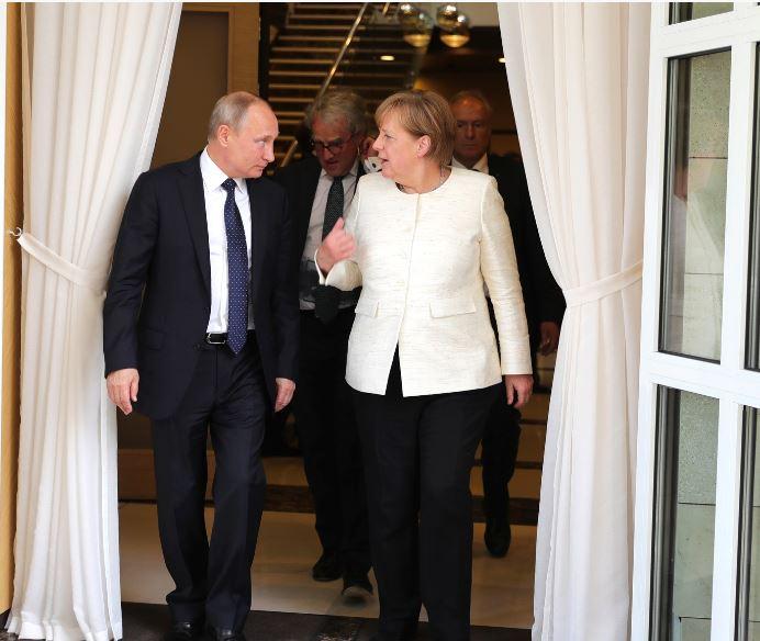 Putin i Merkelova razgovarali o incidentu u Kerčkom moreuzu