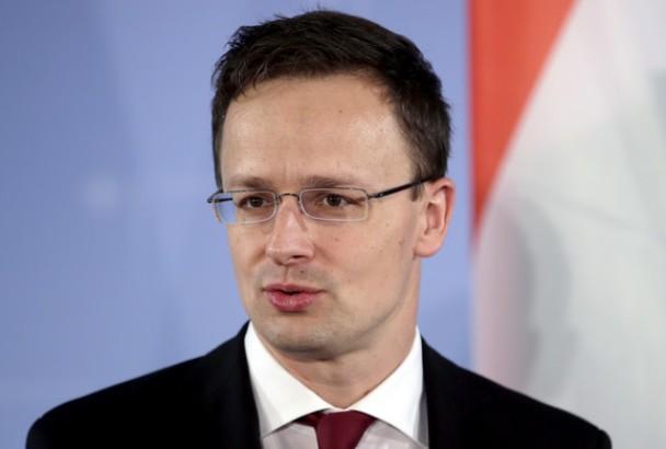 Sijarto: EU krišom reaktivira propalu migracionu politiku