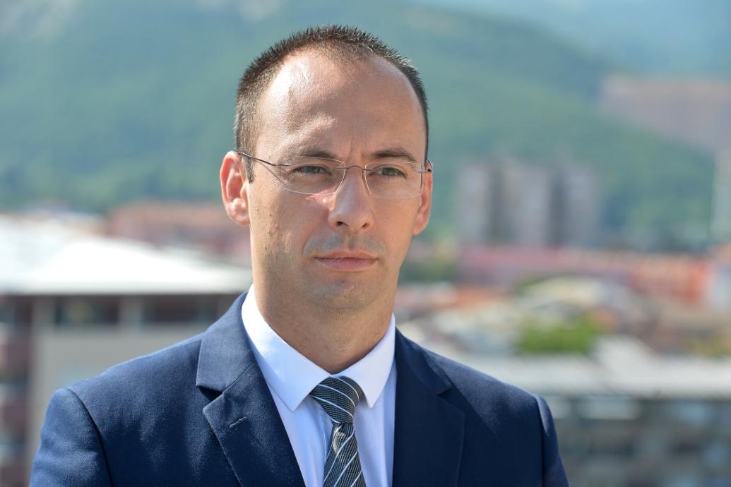 Simić: Najavljene mere najdirektnije će ugroziti život Srba