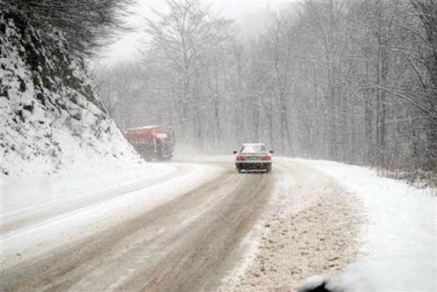 AMSS: Snežne padavine i hladnoća otežavaju saobraćaj