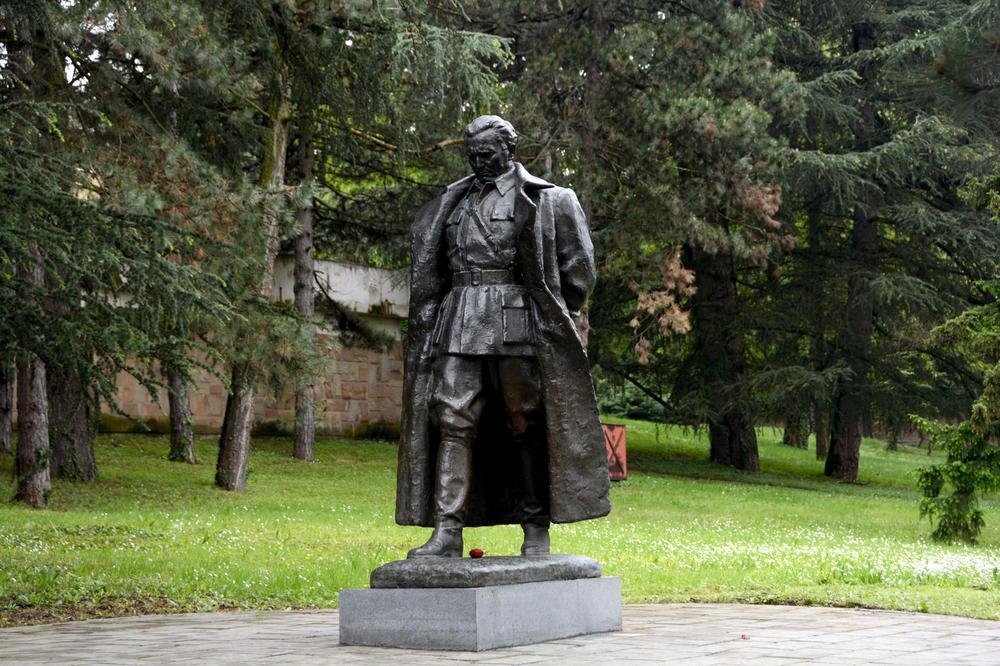 Postavljen spomenik Titu u Podgorici