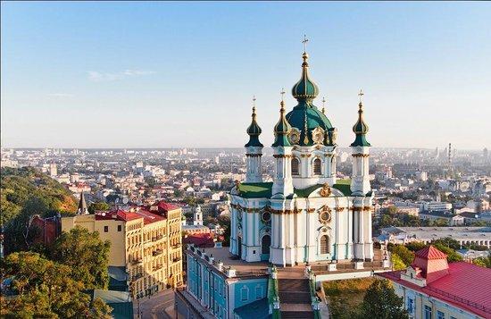 Napad molotovljevim koktelima na crkvu u Kijevu