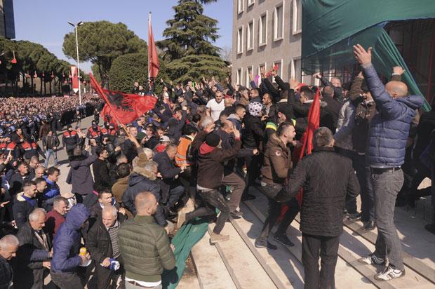 Sukobi na protestima u Tirani