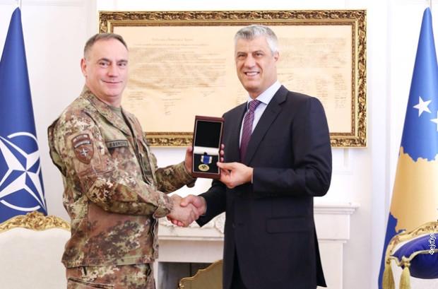 Tači odlikovao Kuočija Vojnom medaljom