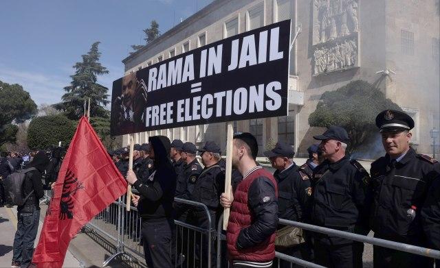 Opozicija ujedinjena protiv Rame