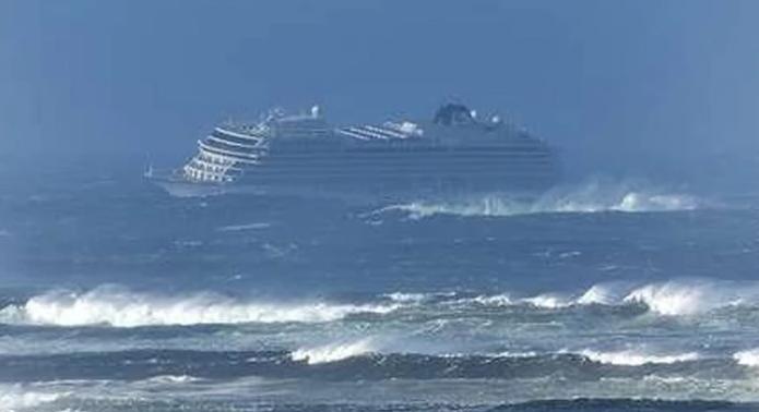 U toku dramatično spasavanje 1.300 putnika sa kruzera