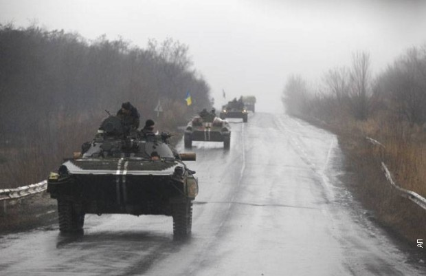 Ukrajinska vojska prebacila 60 tenkova i vozila u Donbas