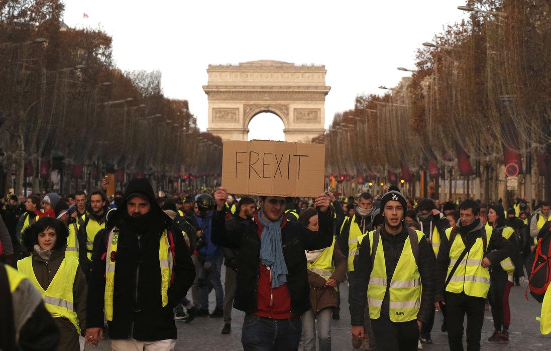 Pariz: Policija ispalila suzavac na demonstrante, privedeno 85